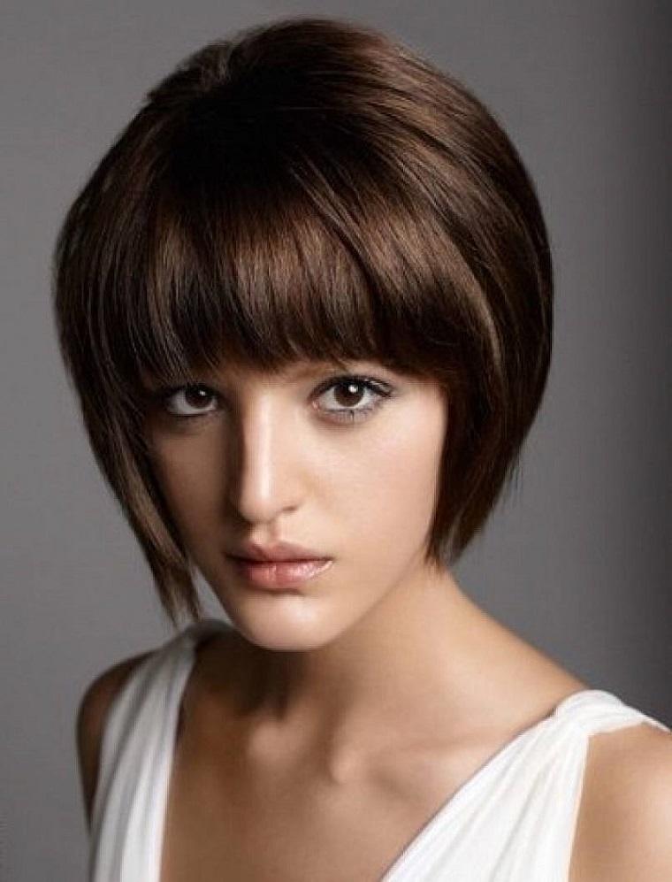 taglio-di-capelli-corti-frangia