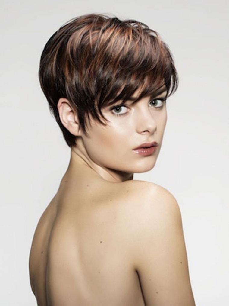 taglio-di-capelli-corto-frangia