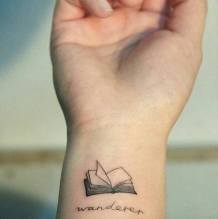 tatto-piccoli-libro-aperto-punto-e-virgola-da-donna-da-uomo