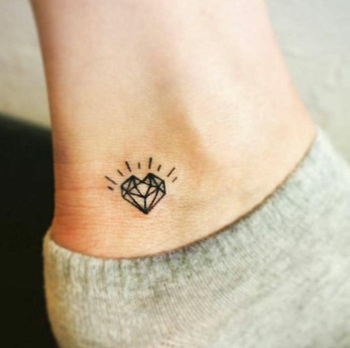 80 idee di tatuaggi piccoli e le 5 regole da tenere a mente
