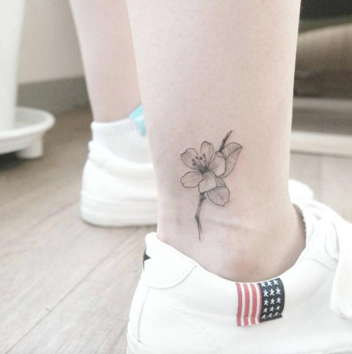 tatuaggi-piccoli-caviglia-semplice-nascosto-fiori-floreale-scarpe