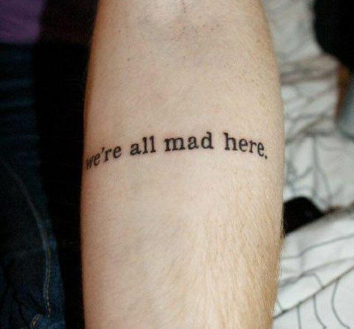 tatuaggi-scritte-frasi-stampatello-carattere-macchina-da-scrivere
