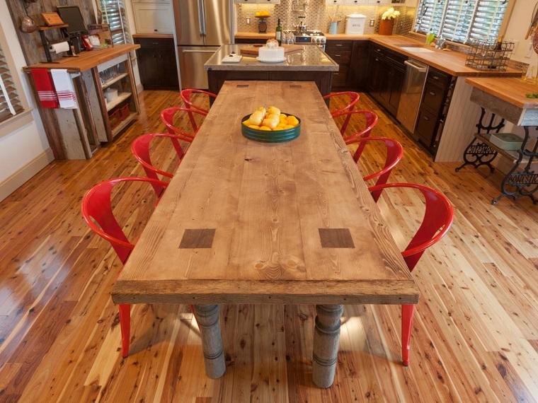 tavolo-di-legno-stile-rustico