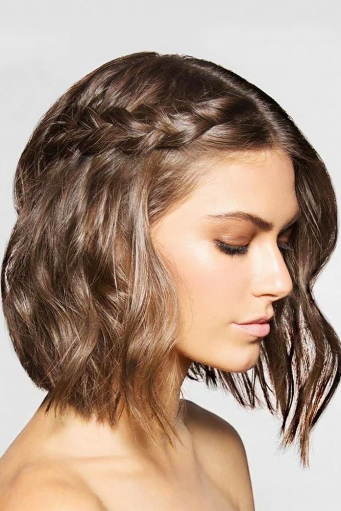 treccia-capelli-corti-taglio-capelli-effetto-bagnato-gel-ovale-faccia-stagione-vestito-maglia-grigia-ragazza-femminili-donna