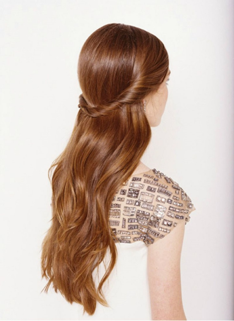 acconciatura-capelli-lunghi-idea-semi-raccolto