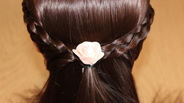 acconciatura-capelli-lunghi-treccia-fiore