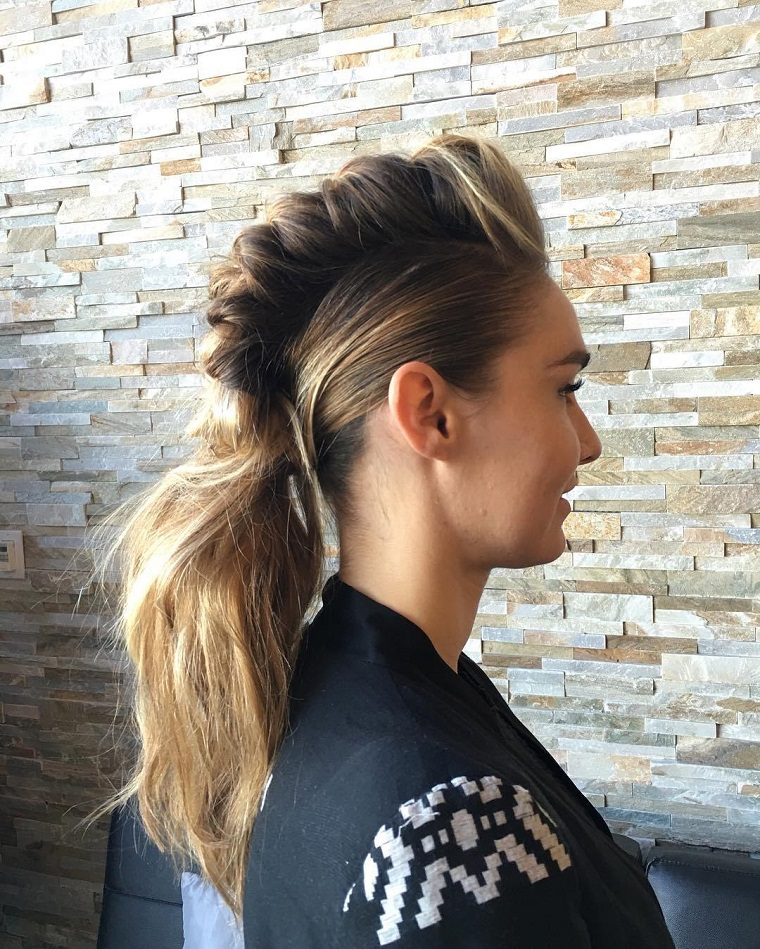 acconciature-per-capelli-lunghi-coda-trendy