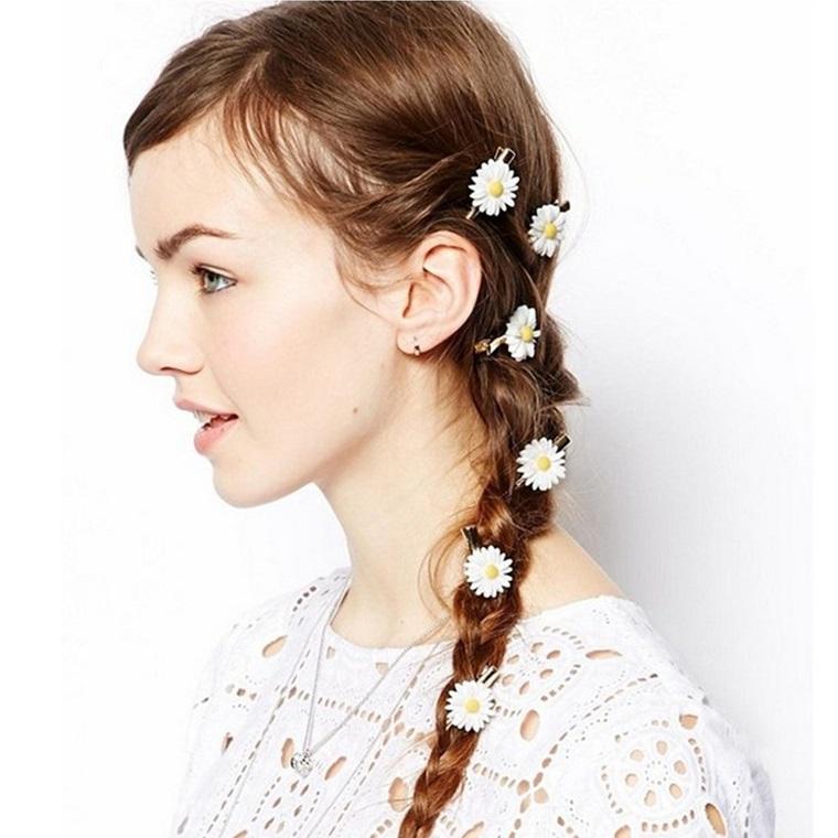 acconciature-per-capelli-lunghi-treccia-margherite