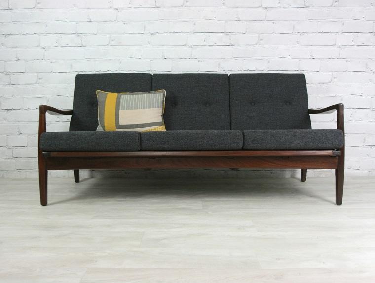 arredamento-anni-60-divano-stoffa-grigio