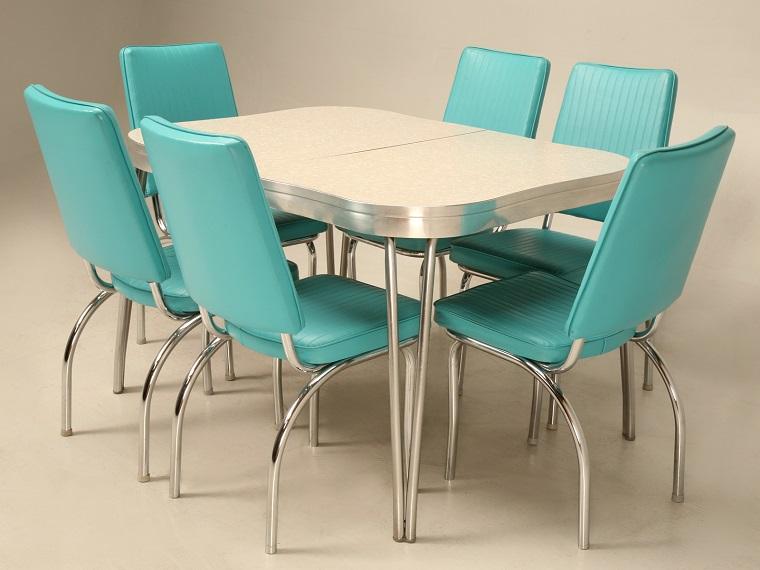 arredamento-anni-60-tavolo-sedie-azzurre