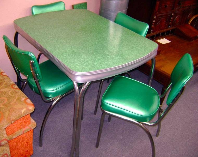 arredamento-anni-60-tavolo-sedie-plastica