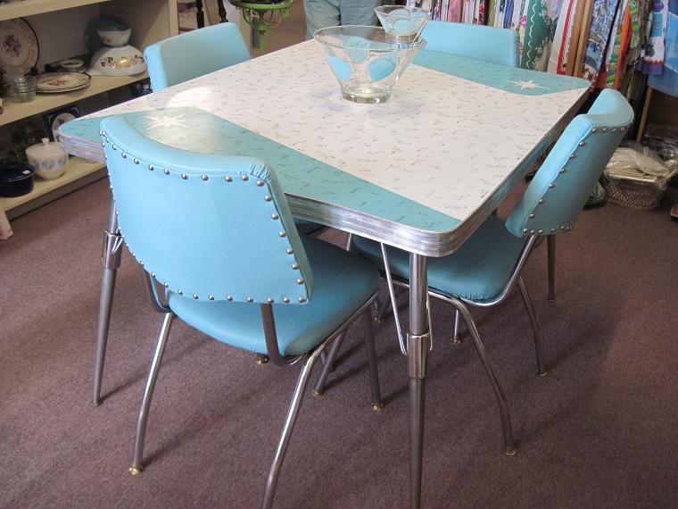 arredamento-anni-60-tavolo-sedie