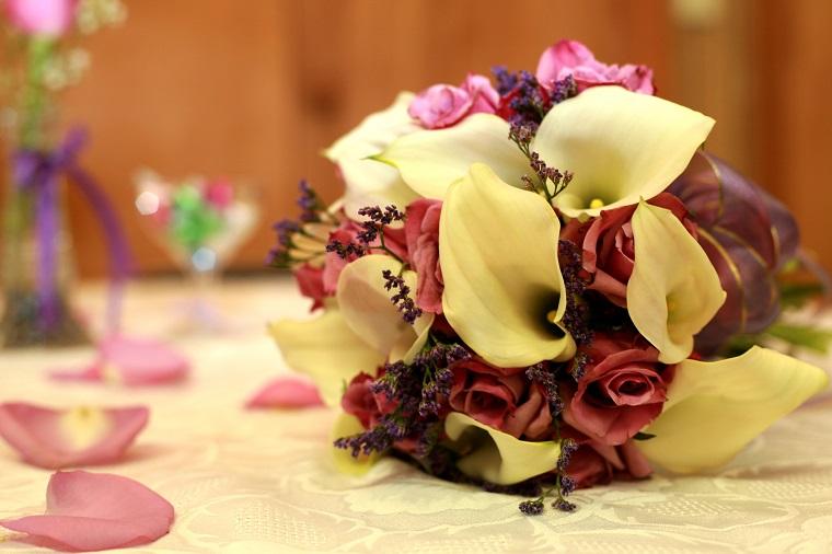 composizioni-di-fiori-calla-rose