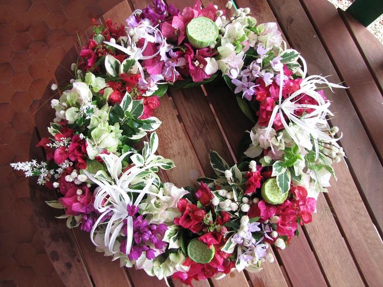 composizioni floreali-ghirlanda-colorata