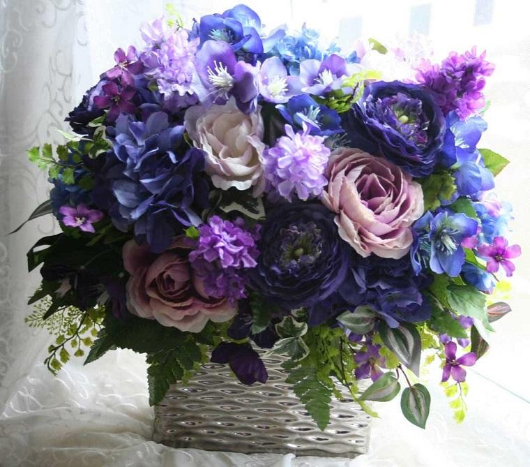 composizioni floreali-idea-blu-viola-rosa