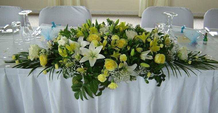composizioni floreali-idea-decorare-tavolo-sposi