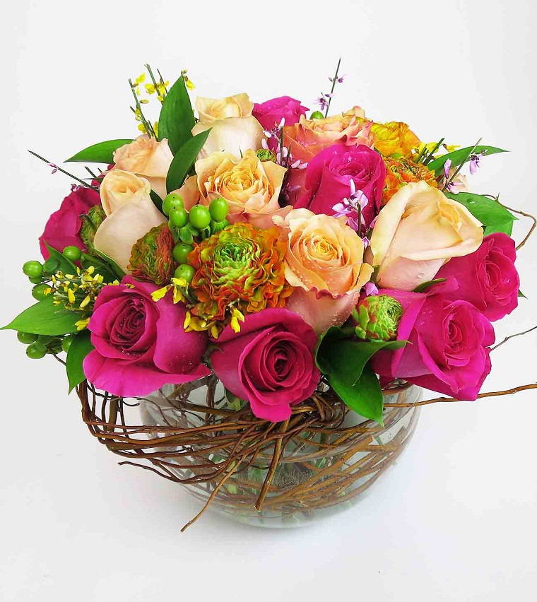 composizioni-floreali-vaso-rose-colorate