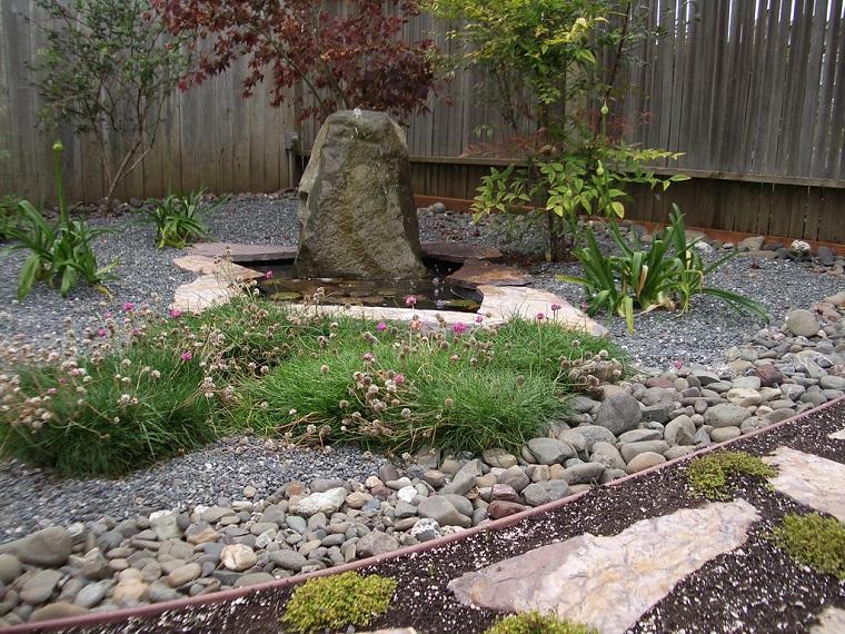 giardini con sassi-idea-piante-verdi