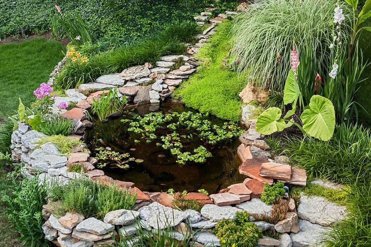 giardini con sassi-idea-piccolo-laghetto-tondo
