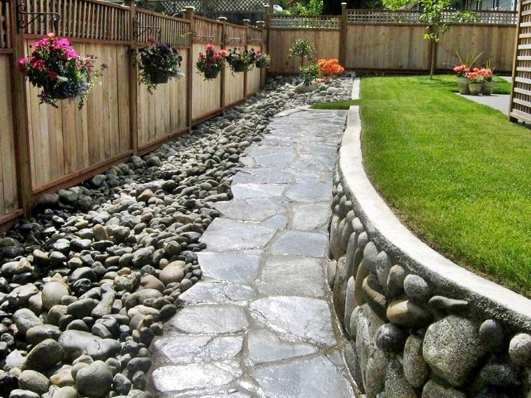 giardini con sassi-idea-vialetto