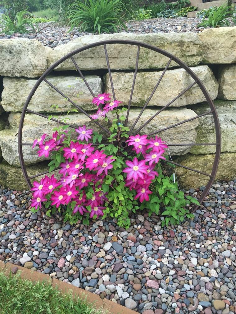 Anfore Con Fiori.Giardini Con Sassi Tante Idee Per Valorizzare Lo Spazio
