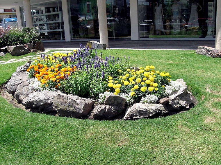 giardini-con-sassi-soluzione-aiuola-grande
