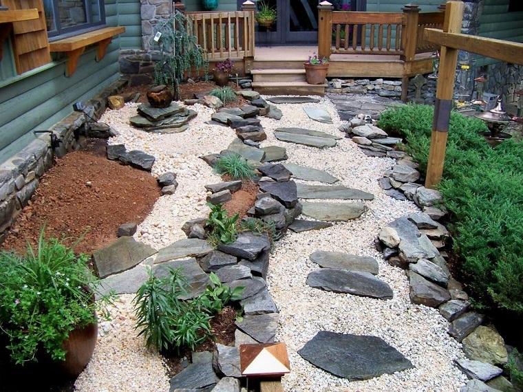 giardino-con-sassi-idea-spazio-stretto