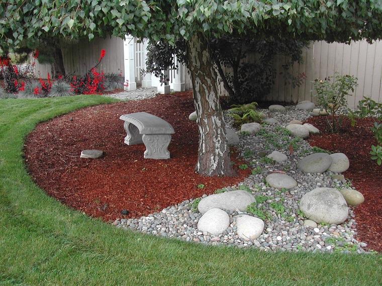 giardino-con-sassi-panchina-muratura