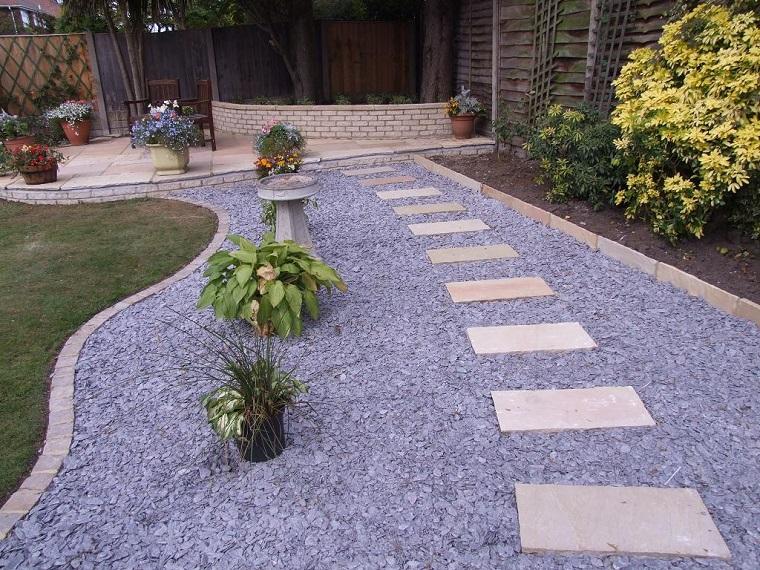 giardino-con-sassi-viale-camminamento