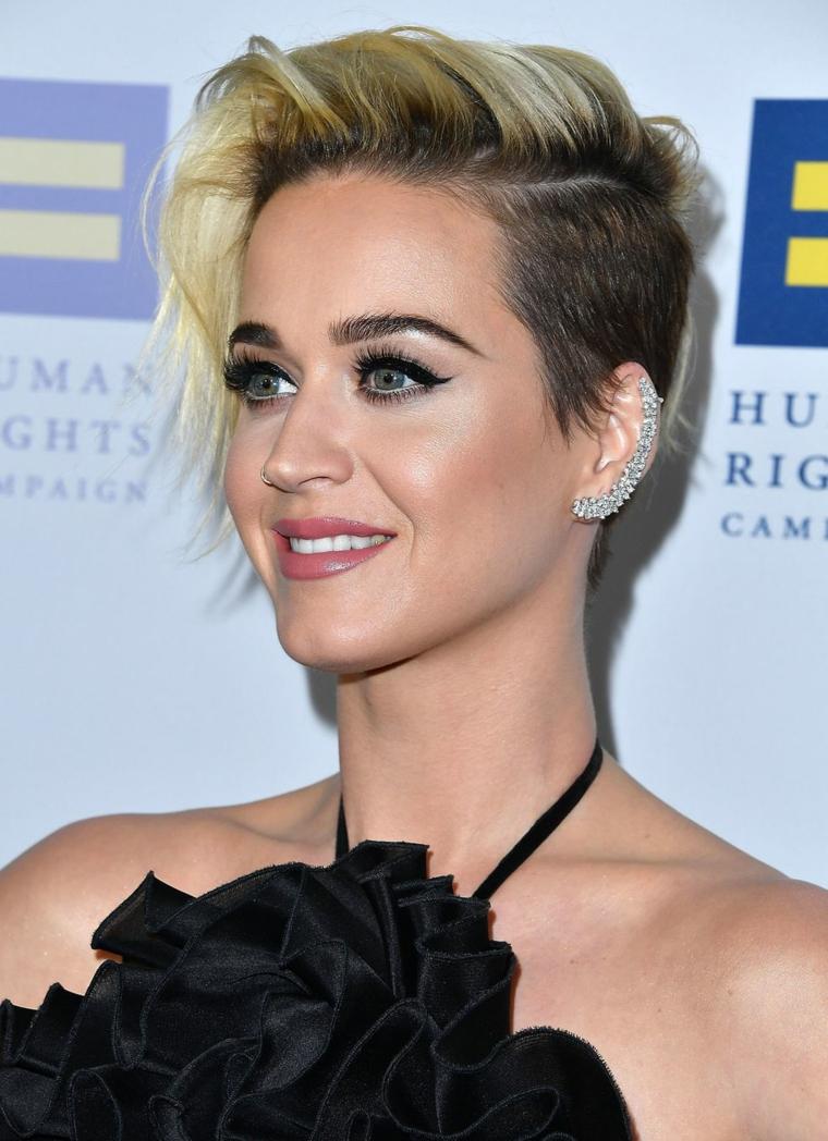 Acconciature capelli corti, Katy Perry con capelli rasati