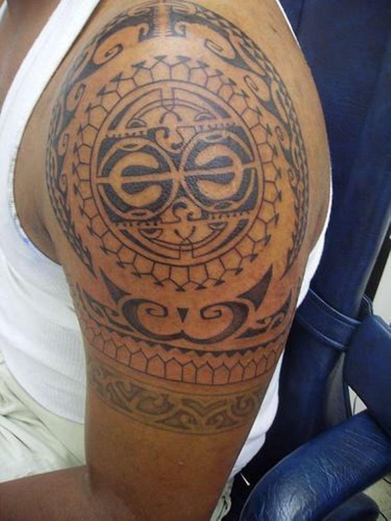 maori-tattoo-disegno-braccio-alto