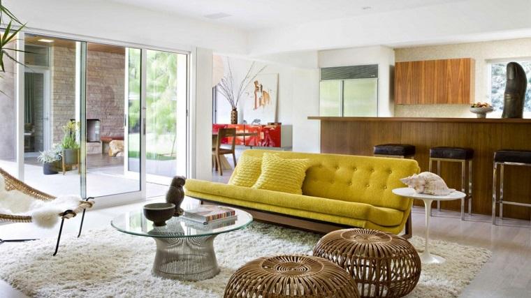 mobili anni 60-divano-color-oro