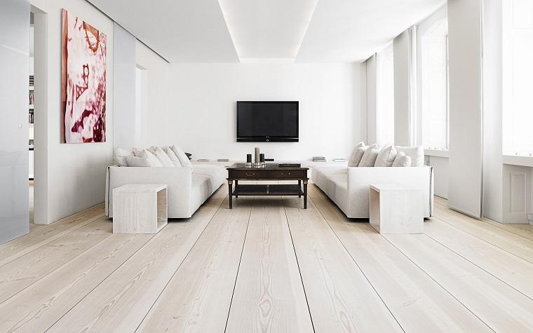 parquet-chiari-salotto-ampio-divani-bianchi