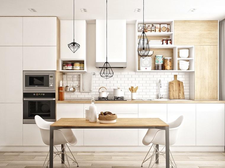 parquet chiaro-cucina-mobili-bianchi