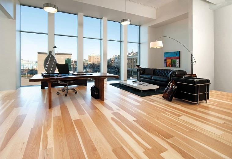 parquet chiaro-salotto-ampio-moderno
