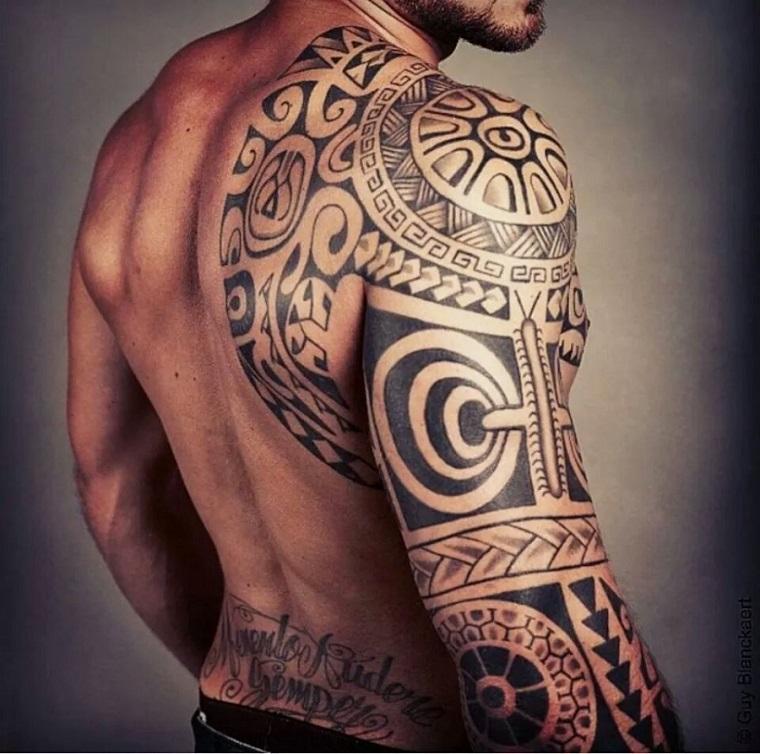 tatuaggi maori,idea,braccio,petto