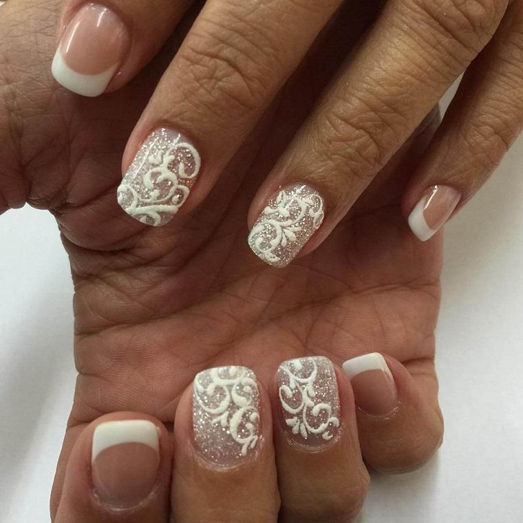 unghie-di-natale-idea-bianco-brillantini