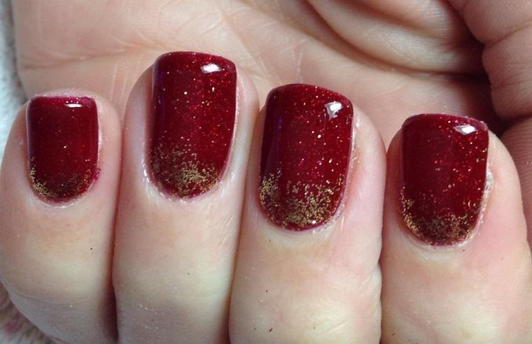 unghie-di-natale-rosso-base-oro