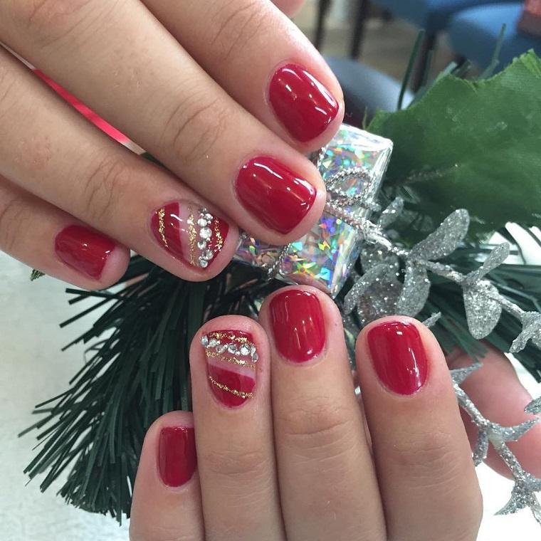 unghie natalizie-rosse-anulare-brillantini