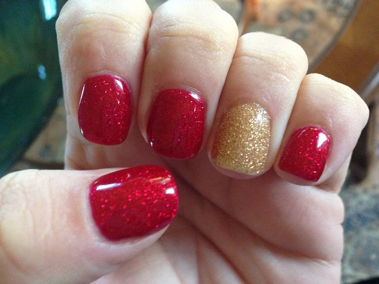 unghie natalizie-rosso-brillantini-oro
