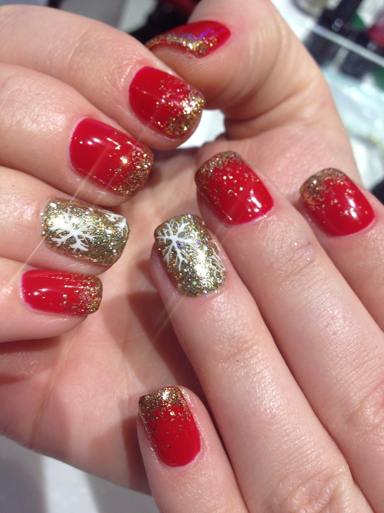 unghie natalizie-smalto-rosso-anulare-decorato