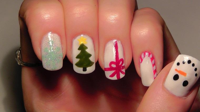 unghie-per-natale-decorazioni-sfondo-bianco
