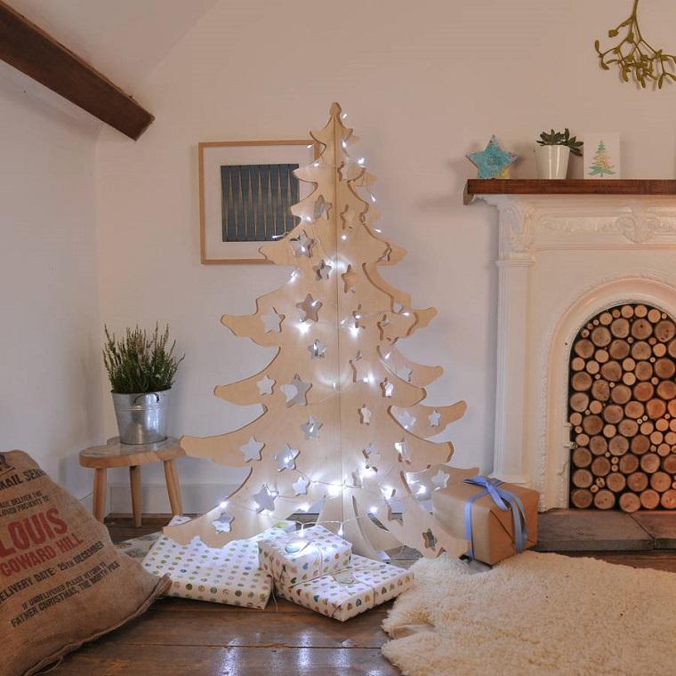 albero-di-natale-particolare-legno-stelle-intarsiate