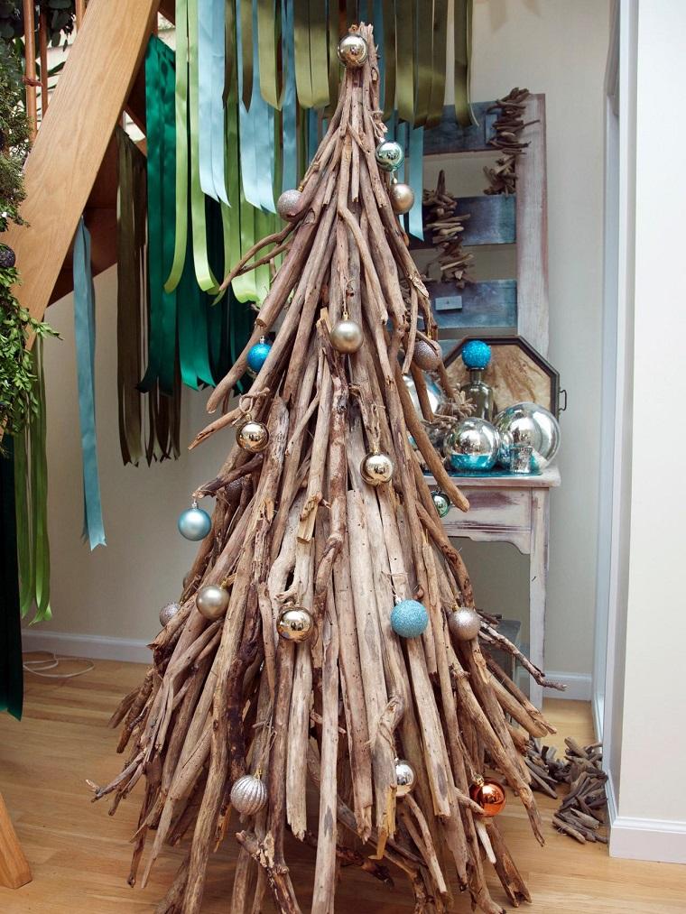 albero-di-natale-particolare-rami-legno