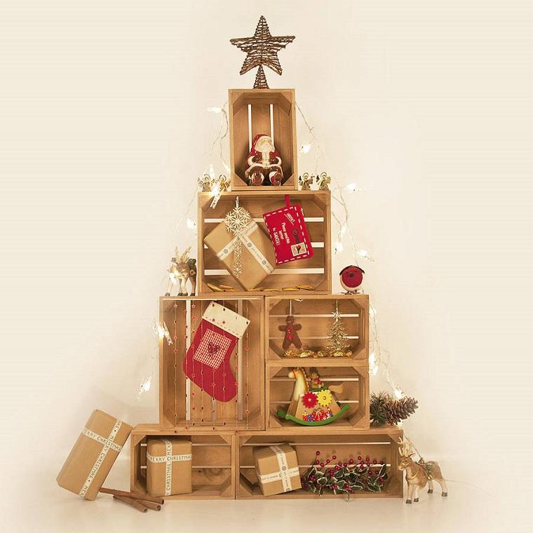 albero-di-natale-particolare-scatoline-legno-aperte