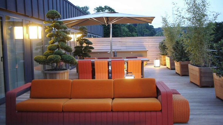arredamento-terrazzo-divani-cuscini-aranzioni