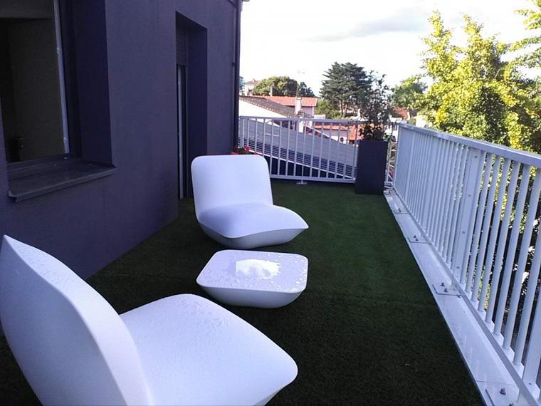 arredo-terrazzo-poltrone-tavolo-design
