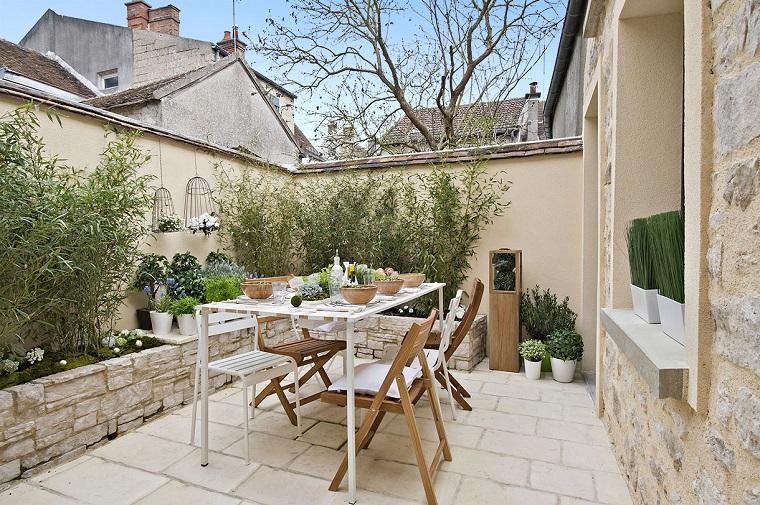 arredo-terrazzo-tavolo-pranzo-piante