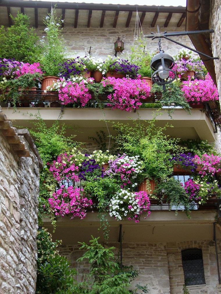 balconi-fioriti-idea-multicolore