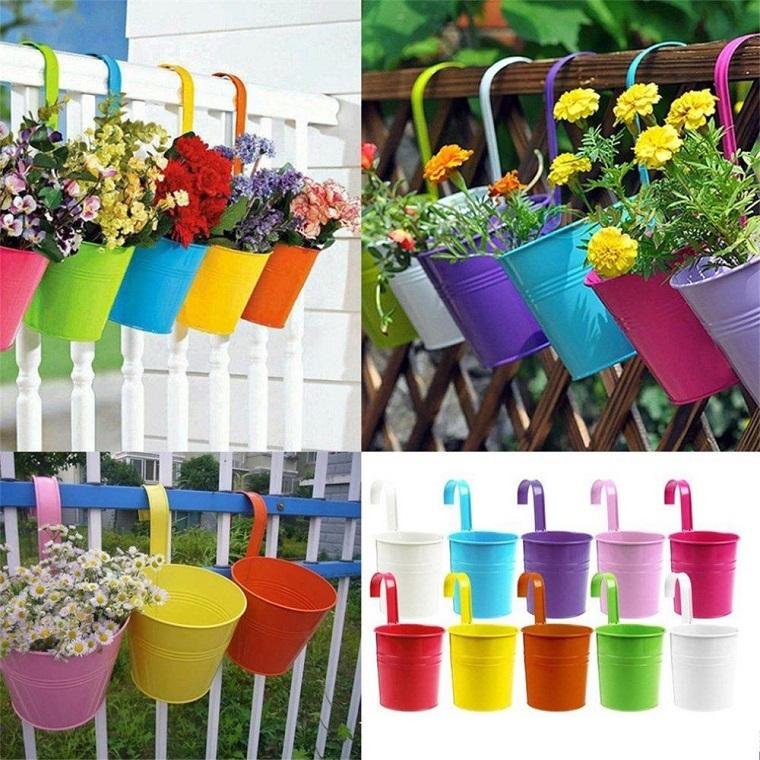 balconi-fioriti-vasi-appendere-colrati